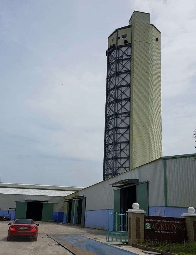 Nhà máy sản xuất phân bón NPK bằng công nghệ tháp cao của Cty TNHH SX-TM Hoàng Long Vina (Phú Yên). Ảnh: KS.